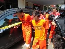 Tiga Pembunuh dan Perampok Sopir Taksi Online Ditembak