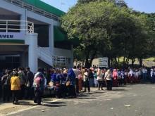 Ribuan Warga Padati GOR Petrokimia Gresik Nanti Jokowi