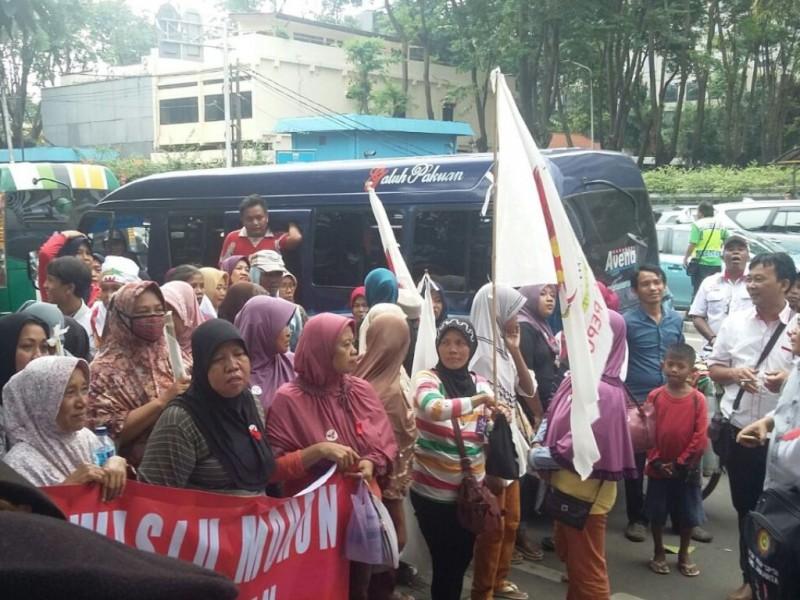 Massa Partai Republik memadati Bawaslu. Foto: Medcom.id/Siti Yona Hukmana.