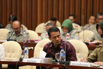 Amran Tak Segan Pecat Pegawai Kementan yang Korupsi