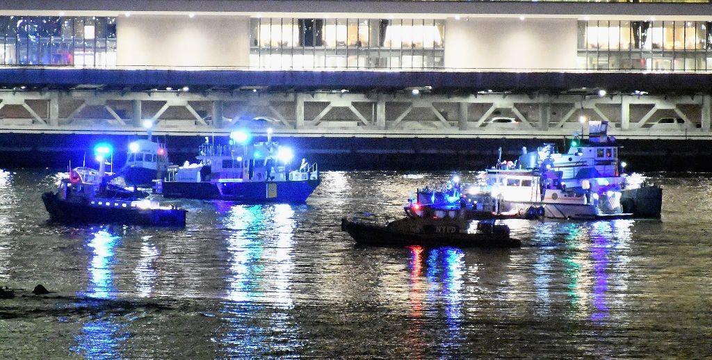 Polisi masih menyisir lokasi kejadian untuk mencari adanya korban lagi. (Foto: AFP)