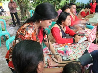 Karolin Gelar Bakti Sosial di Toho