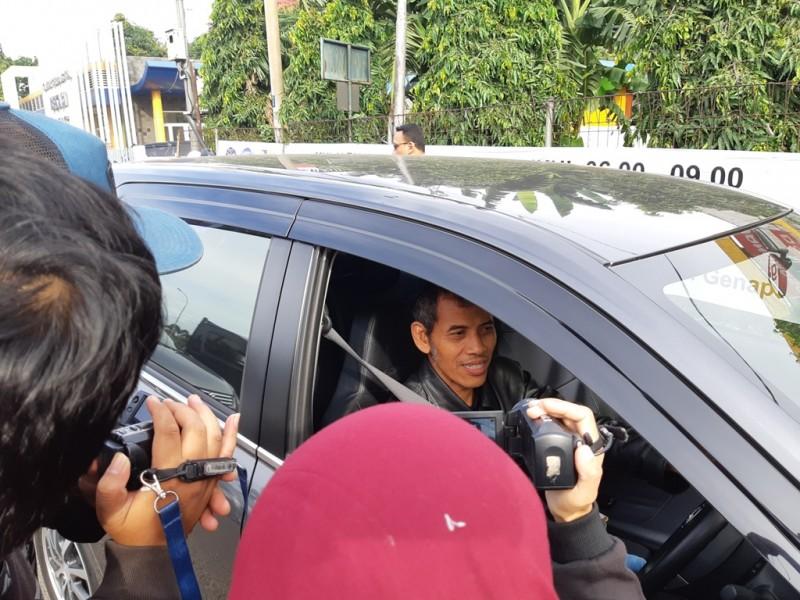 Muhammad Jupri, pengemudi yang kena imbas ganjil genap di Pintu Tol Bekasi. Foto: Medcom.id/Dhaifurrakhman Abas.