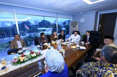 Ketua DPR Bambang Soesatyo memimpin rapat dengan pimpinan alat