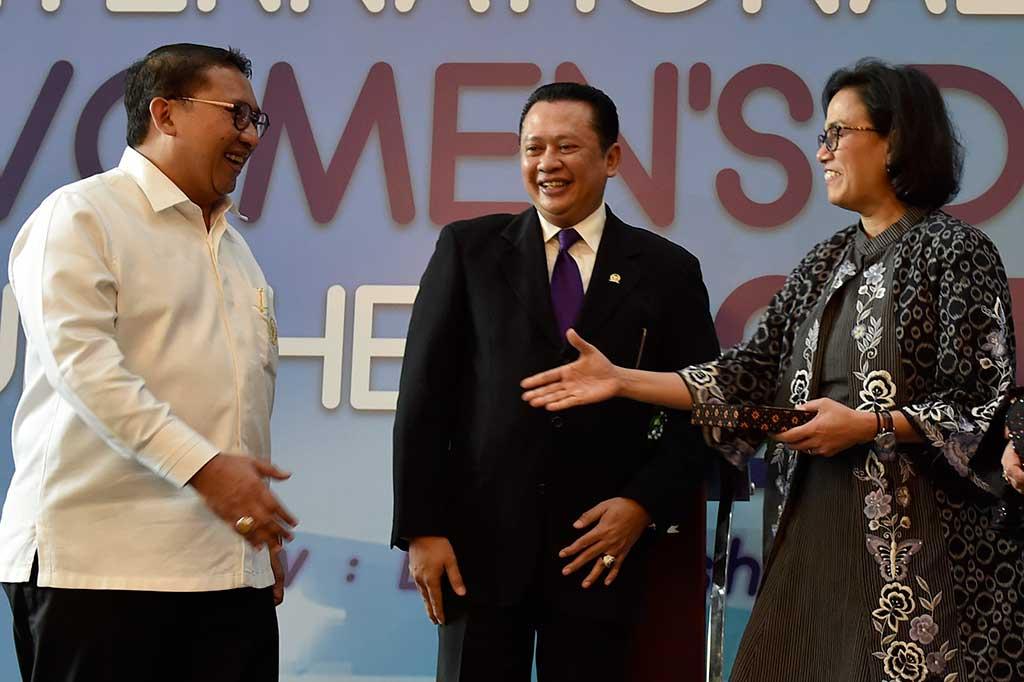 Sri Mulyani Mendapat Penghargaan dari DPR