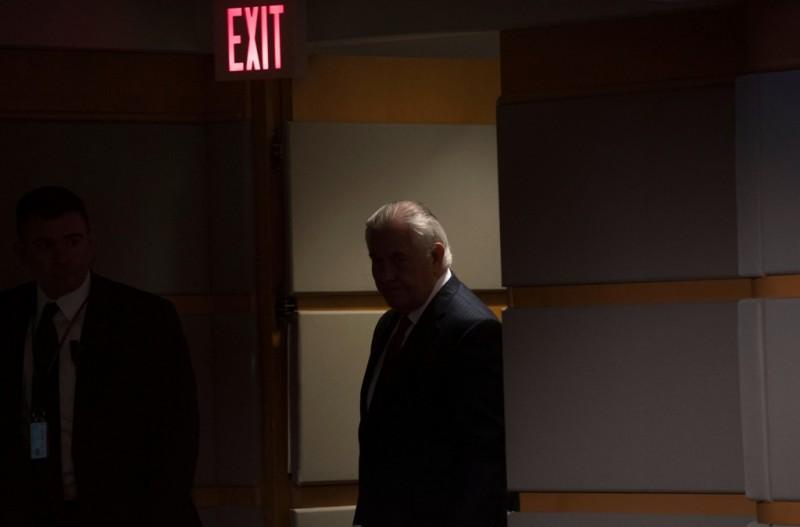 Menlu AS Rex Tillerson saat akan memberikan pernyataan usai dipecat Donald Trump (Foto: AFP).
