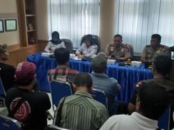 Sopir Angkot Permasalahkan Kuota Taksi Online di Malang