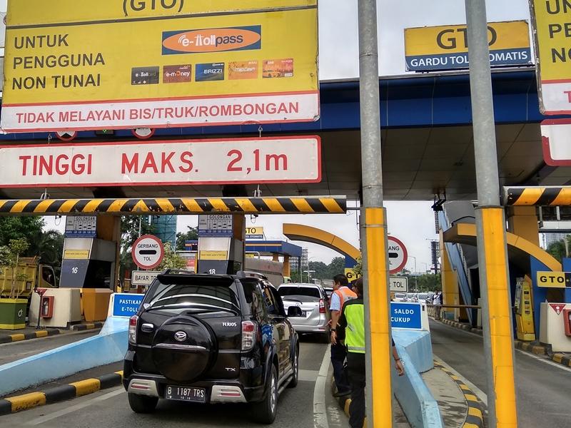 Ilustrasi suasana di gerbang tol Bekasi Barat, Jawa Barat. Foto: Medcom.id/Antonio
