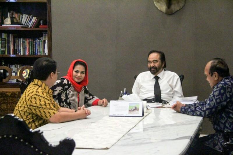 Cawagub Jawa Timur Puti Guntur Soekarno bertemu dengan Ketua Umum Partai Nasdem Surya Paloh dan Dewan Pertimbangan Nasdem Siswono Yudhohusodo - foto: istimewa.