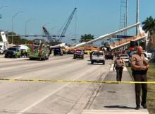 Jembatan di Florida Ambruk