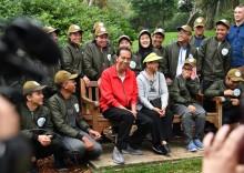 Presiden Jalan Kaki Bersama Duta Toleransi Muda Indonesia