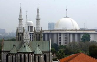 Pembangunan Masjid hingga Busana Keagamaan Dipersoalkan di