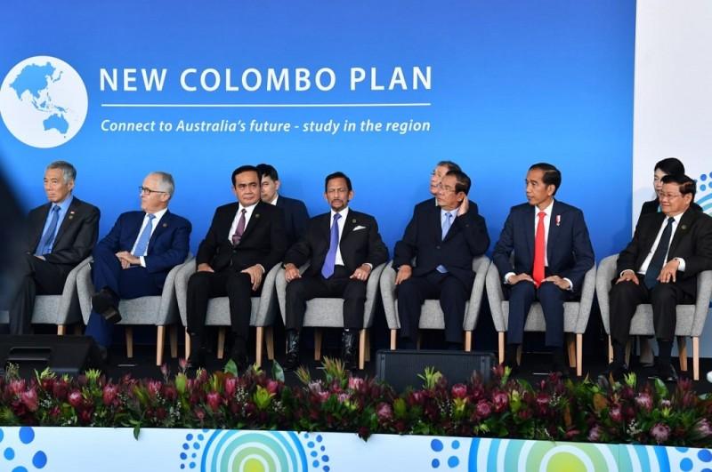 Presiden Joko Widodo (dua kanan) menghadiri New Colombo Plan (NCP) Afternoon Tea di International Convention Center (ICC), Sydney Australia, Sabtu 17 Maret 2018. (Foto: Biro Pers Istana)