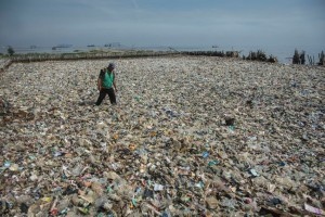 25 Ton Sampah Diangkut dari Teluk Jakarta