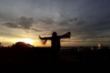 Menikmati <i>Sunset</i> di Tepi Laut China Selatan