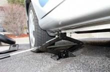 Cara Aman Mendongkrak Mobil