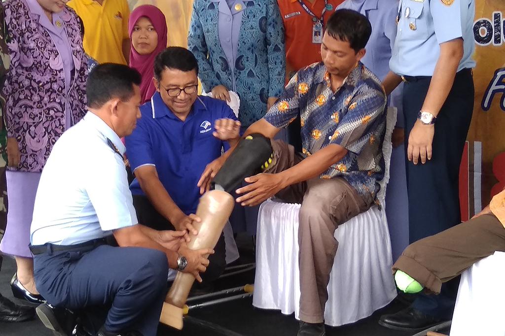 Media Group dan TNI Bagikan 45 Kaki Palsu di Yogyakarta