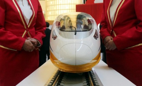 Pemerintah Tawarkan Kereta Cepat Jakarta-Surabaya ke JBIC