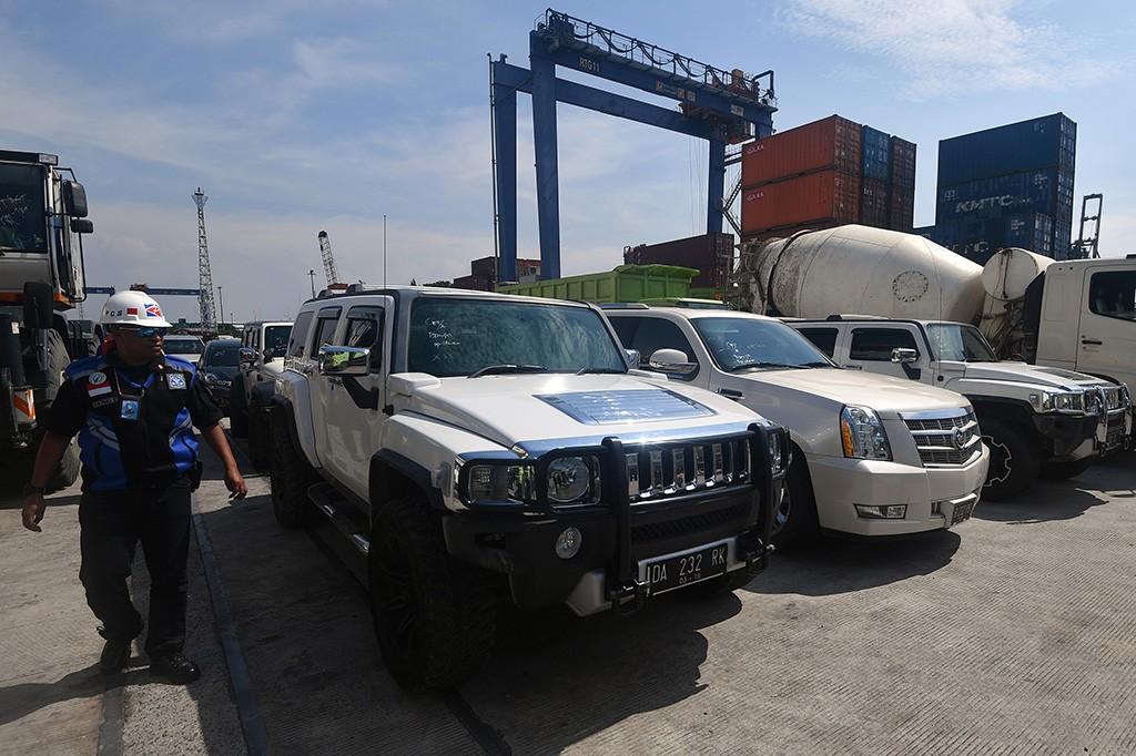 Disita KPK, Sederet Kendaraan Mewah Milik Bupati HST Tiba di Jakarta