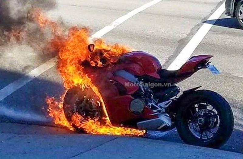 Paningale V4 ludes dilalap api. Motosaigon