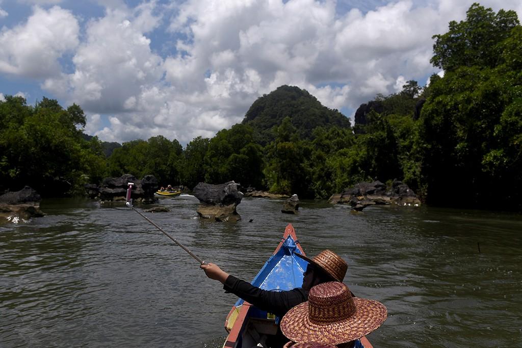 Menikmati Keindahan Wisata Kars Rammang-rammang