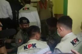 KPK Sita 8 Kontainer Dokumen dari Penggeledahan di Bengkalis
