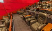 Seorang Pria Inggris Meninggal Setelah Insiden Terjepit Kursi Bioskop