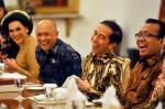 Jokowi Tertawa Indonesia Disebut Bubar di 2030