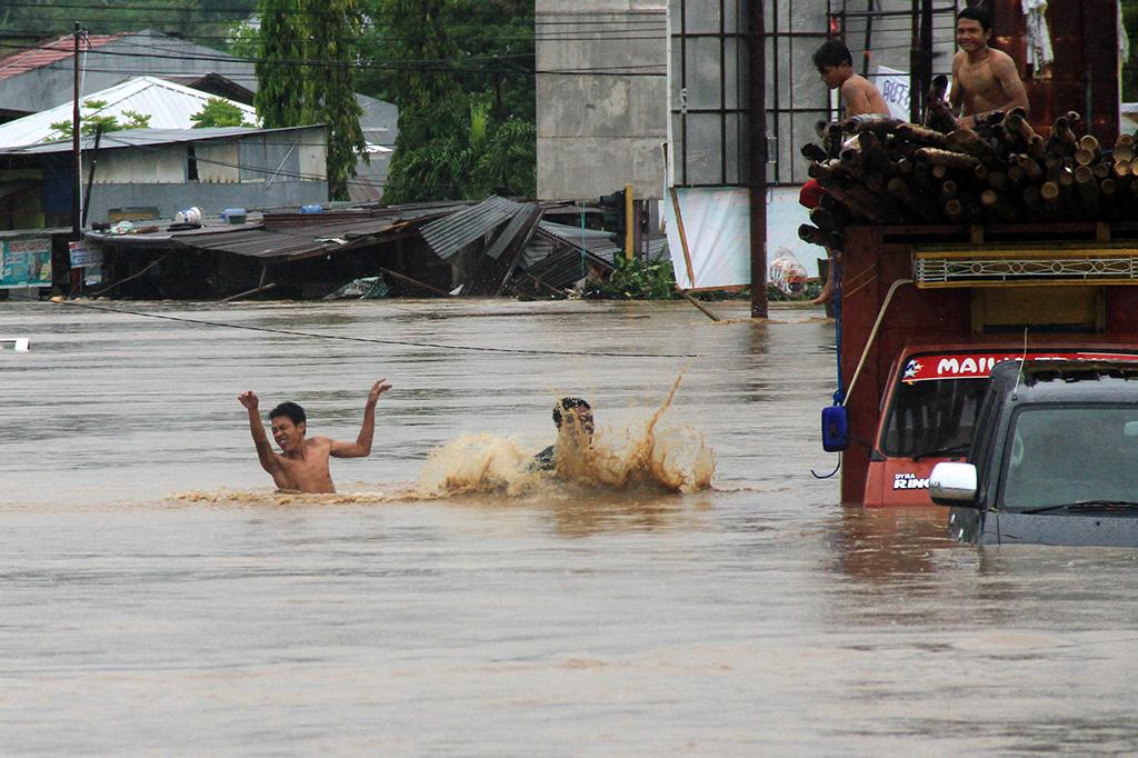 Banjir Rendam Ribuan Rumah di Mamuju