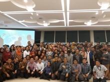 Menlu Retno Tukar Pikiran Dengan Alumni Penerima Beasiswa Asing