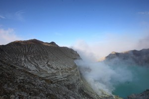 Gunung Ijen 3 `Batuk` Sebelum Semburkan Gas Beracun