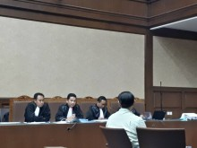 Saksi Sebut Novanto Sempat Menutupi Wajah dengan Selimut