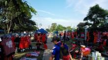 Trotoar Jalan Gerbang Pemuda jadi Arena Berdagang <i>Souvenir</i> Persija