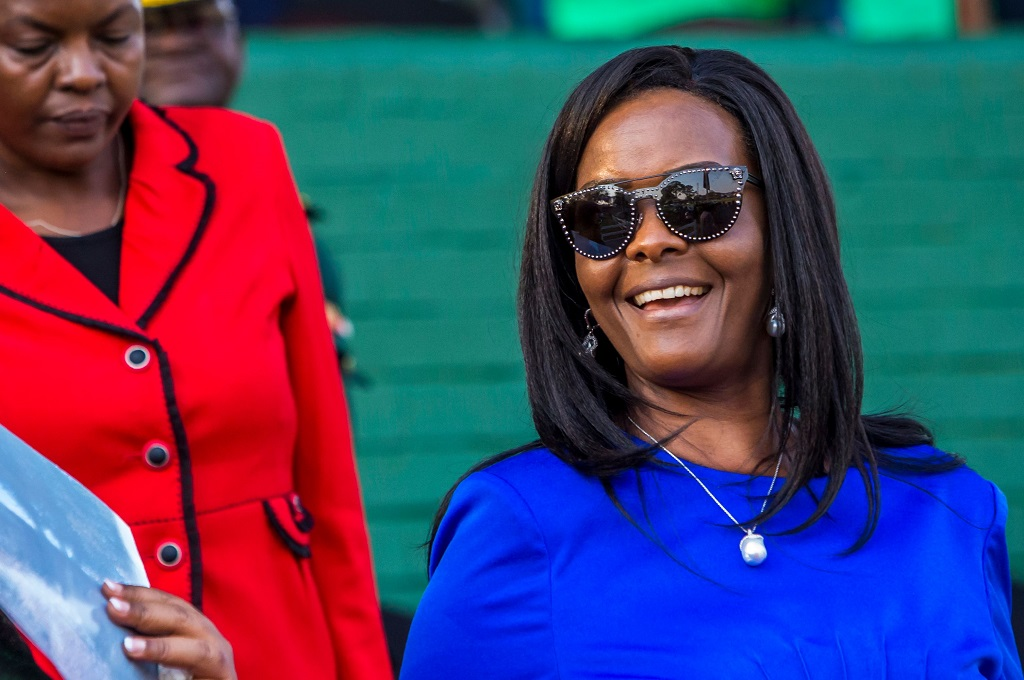 Grace Mugabe saat masih menjadi Ibu Negara Zimbabwe pada 2017. (Foto: AFP/JEKESAI NJIKIZANA)