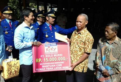 Rio Haryanto Berikan Sumbangan bagi Rumah Tidak Layak Huni di Solo