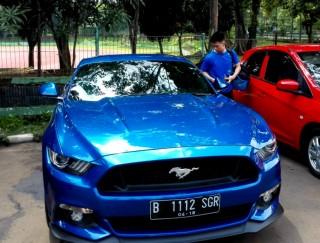 Melihat Mobil Sport Milik Kevin Sanjaya