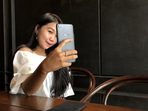 Oppo Incar Kelas Pemula Pecinta Selfie Pakai A83