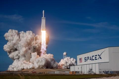 SpaceX Dapat Restu Terbangkan Satelit Broadband