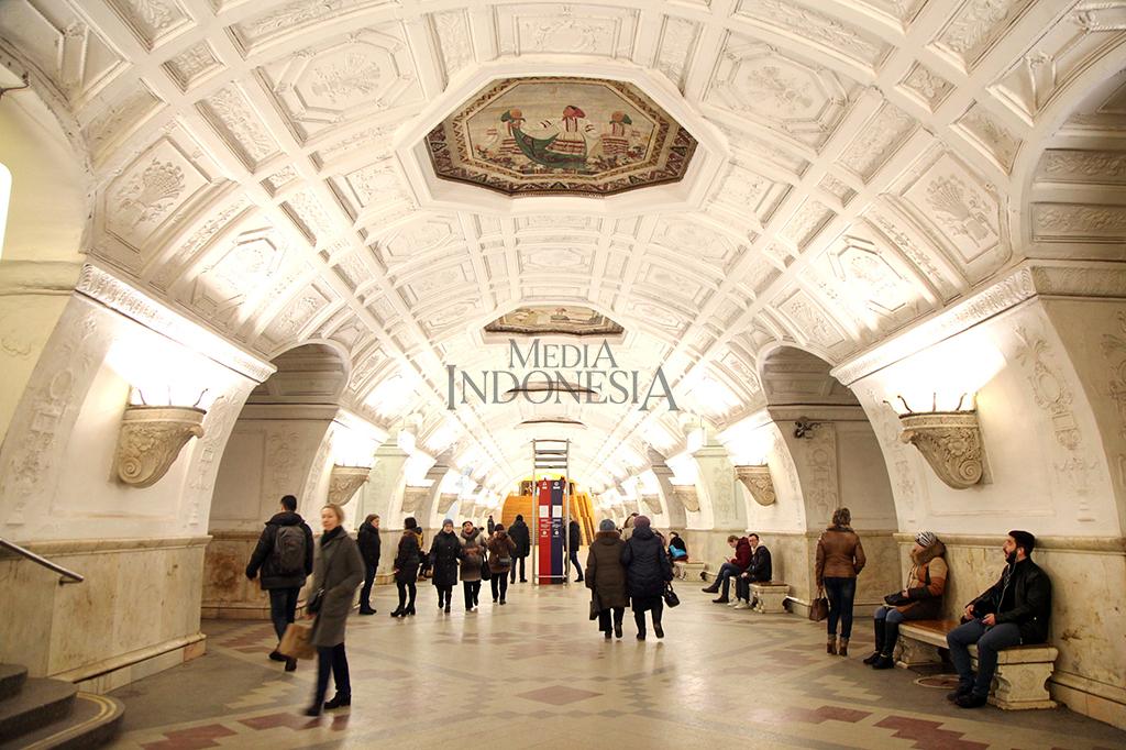 Melihat Keindahan Stasiun Metro Moskow