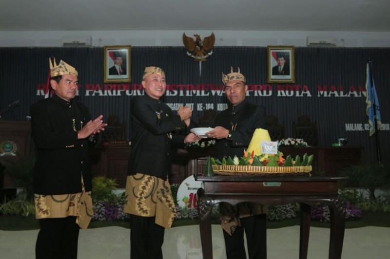 Sidang paripurna istimewa untuk memperingati hari ulang tahun (HUT) ke-104 Kota Malang, Senin 2 April 2018.