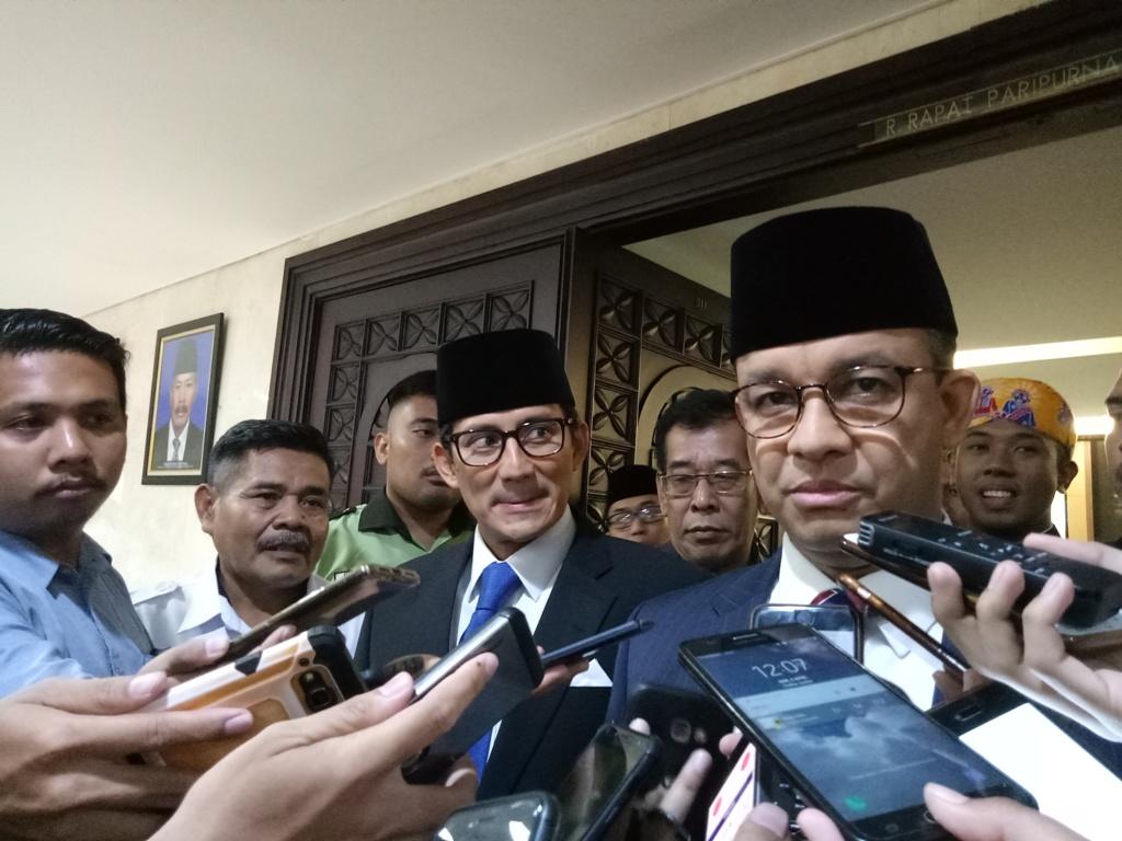 Gubernur DKI Jakarta Anies Baswedan dan Wakil Gubernur DKI Jakarta Sandiaga Uno - Medcom.id/Siti Yona Hukmana.
