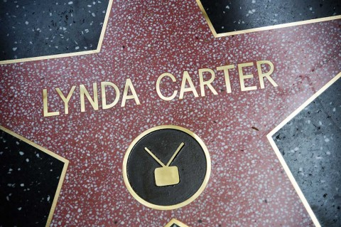 Lynda 'Wonder Women' Carter Peroleh Hollywood Walk of Fame