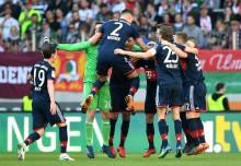 Bayern Muenchen Segel Gelar Juara Bundesliga 2017--2018