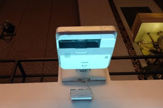 Proyektor Terbaru Epson Bisa Coret Presentasi