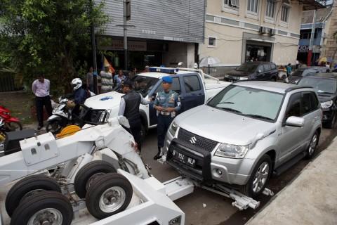 Rambu Berhenti Kerap Digunakan untuk Parkir