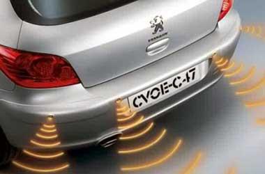 Sensor parkir membantu pengemudi saat parkir. RPMelectronics