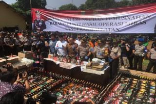 Ribuan Botol Miras di Tangsel Dimusnahkan