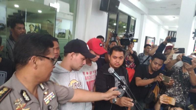 Artis Riza Shahab dan Reza Alatas  ditangkap Ditresnarkoba Polda Metro - Medcom.id/Deny Irwanto