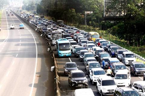 Jalur Puncak Bogor Macet Parah