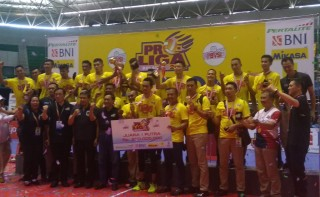 Surabaya Bhayangkara Samator Angkat Trofi Proliga 2018